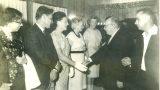 """הנשיא שז""""ר לוחץ ידי טוני סחאבין - חסידת אומות העולם 4/8/1964"""